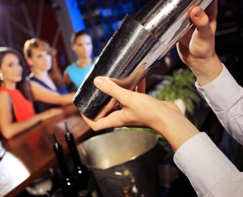 Cocktailservice, Abiball, Abiparty: BarFlow bietet sein Cocktailcatering nicht nur in Berlin, Potsdam und Brandenburg an. Unseren Service könnt ihr überall in Deutschland buchen. Je nach Location bringen wir mit, was gebraucht wird. Sogar die mobile Bar gibt es bei uns.