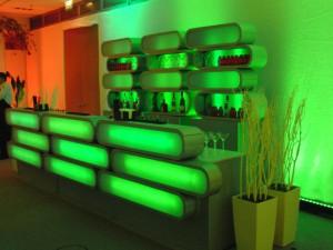 Unsere mobilen Cocktailbars lassen sich nicht nur in Büros, Wohnzimmern und Konferenzzentren aufstellen.
