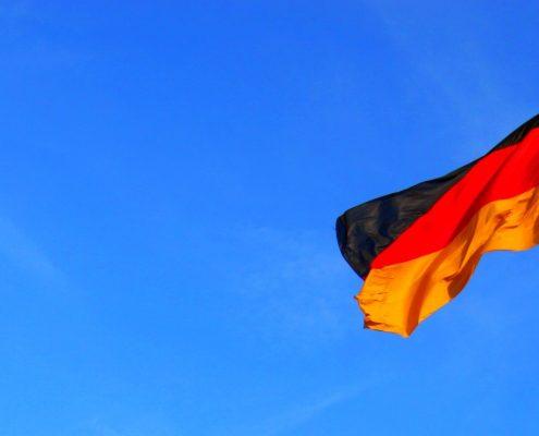 Wir vermieten in Berlin: Biergarnituren, Zapfanlagen, Flatscreens und Beamer